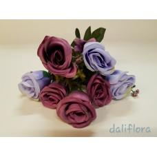Dirbtinių rožių puokštė. Spalva violetinė