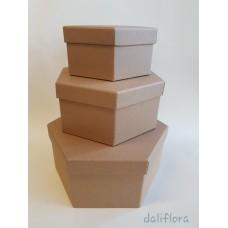 Dekoratyvinių daugiakampių dėžučių komplektas