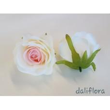 Dirbtiniai rožių žiedai. Spalva balta su ružavu viduriuku
