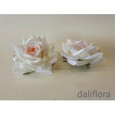 Dirbtinių rožių žiedai. Spalva balta su ružavu viduriuku