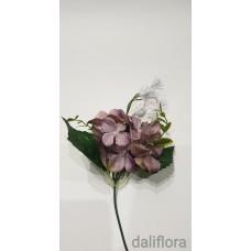 Dirbtinių hortenzijų žiedai. Spalva rusvai violetinė