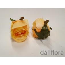 Dirbtinių rožių žiedai. Spalva gelsvai kreminė