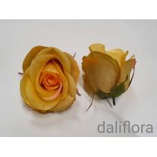 Dirbtinių rožių žiedai. Spalva garstyčių
