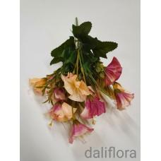Dirbtinių gėlių puokštė. Spalva kreminė su rausva