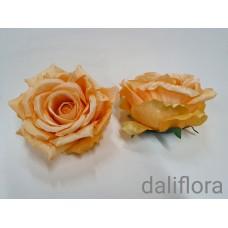 Dirbtinių rožių žiedai. Spalva gelsvai persikinė