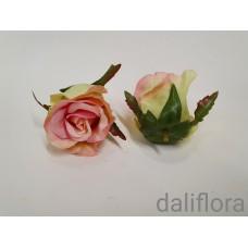 Dirbtinių rožių žiedai. Spalva ružava