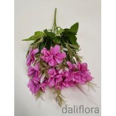 Dirbtinių gėlių puokštė. Spalva ružava