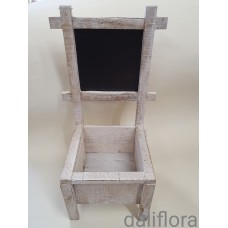 Medinė kėdutė kompozicijai