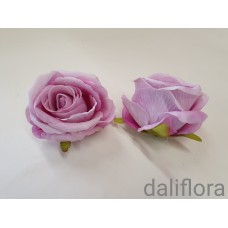Veliūriniai rožių žiedai. Spalva violetinė