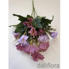 Dirbtinių gėlių puokštė. Spalva violetinė su melsva