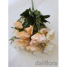 Dirbtinių gėlių puokštė. Spalva kreminė
