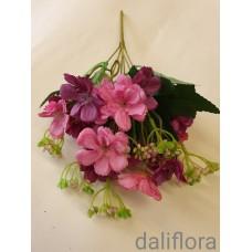 Dirbtinių gėlių puokštė. Spalva ružava su violetine